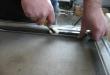 Háló rögzítő gumival való keretbe illesztése2